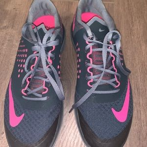 Practically new gray/pink nike sneakers